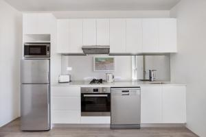 A kitchen or kitchenette at Bondi Beach Studio Penthouse Suite + Balcony