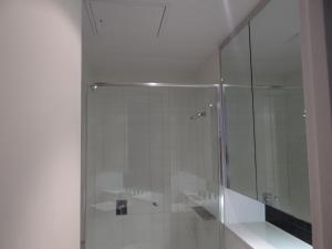 A bathroom at Amazing Accommodations : South Yarra