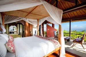 A bed or beds in a room at Canang Sari Uluwatu Villas Bali