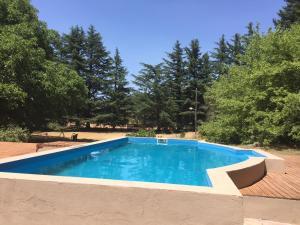 The swimming pool at or near Hostería La Península