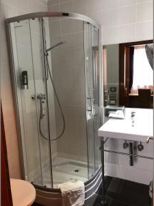 Ein Badezimmer in der Unterkunft Hotel Vogelweiderhof
