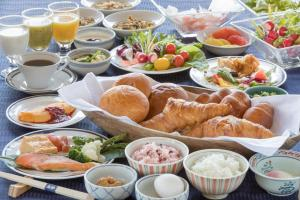 Breakfast options available to guests at Sakan