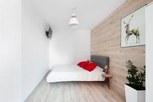 Łóżko lub łóżka w pokoju w obiekcie Downtown by Little Heaven Apartments