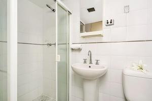 A bathroom at Apartment Military Road MPOLE