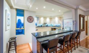 A kitchen or kitchenette at Gold Coast Amor'e Luxury Sub Penthouse