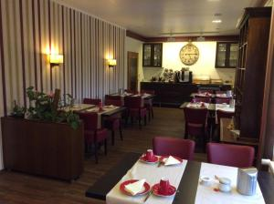 A restaurant or other place to eat at Hotel Pension Berghaus Sieben