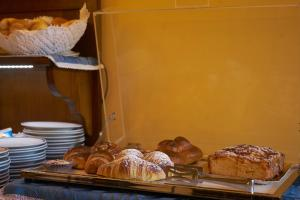 Breakfast options available to guests at Hotel A Pinnata