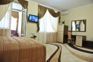 A television and/or entertainment center at Andinna Hotel