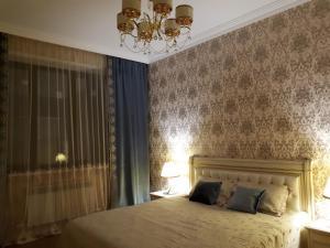 Кровать или кровати в номере Apartment on Gagarina street