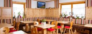 Ein Restaurant oder anderes Speiselokal in der Unterkunft Landhaus St. Georg