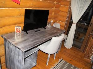 Un televizor și/sau centru de divertisment la Coliba Haiducilor Bucovina