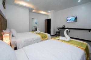 A bed or beds in a room at Bamboo Beach Resort & Restaurant
