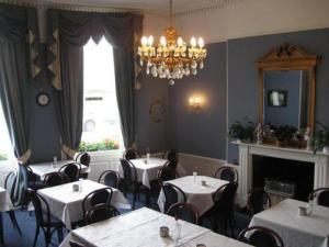 A restaurant or other place to eat at The Queensbury Hotel
