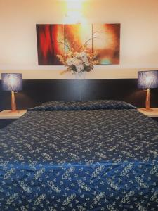 A bed or beds in a room at Hotel Sweet Home