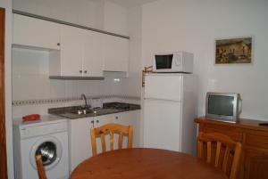 A kitchen or kitchenette at Apartamentos Talima - BTB