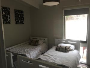 A bed or beds in a room at Springvalley Views Torquay