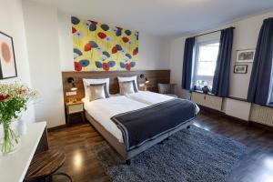 Ein Bett oder Betten in einem Zimmer der Unterkunft Koncept Hotel zum kostbaren Blut