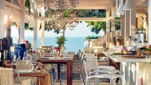 Um restaurante ou outro lugar para comer em The Chili Beach Private Resort