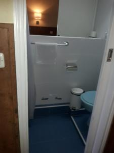 A bathroom at Hostal Asunción