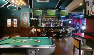 A pool table at Chelsea Plaza Hotel