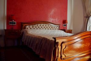 Un pat sau paturi într-o cameră la Villa Castelul Maria