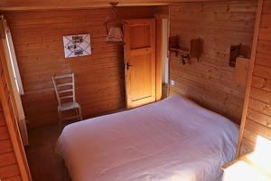 A bed or beds in a room at Magnifique chalet pour 10 personnes à Vercorin