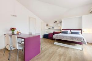 A bed or beds in a room at Charming Apartment Brera