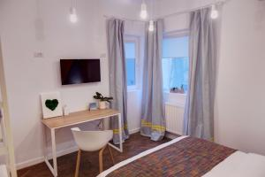 A television and/or entertainment centre at First Hostel Bucharest