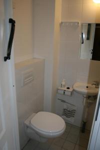 A bathroom at Møn Hostel & Vandrehjem