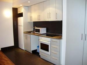 A kitchen or kitchenette at Apartamentos La Solana 3000