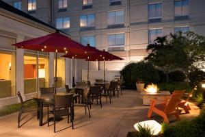 A restaurant or other place to eat at Hilton Garden Inn Wilkes-Barre