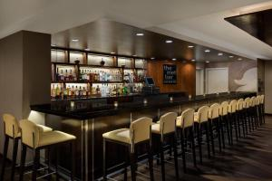 The lounge or bar area at DoubleTree by Hilton Metropolitan New York City