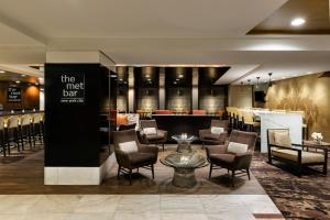 A restaurant or other place to eat at DoubleTree by Hilton Metropolitan New York City