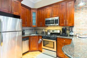 A kitchen or kitchenette at Halsey Luxury Apartment