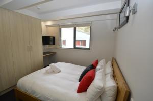 A bed or beds in a room at Warrina 12