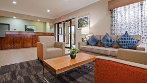 A seating area at Best Western Ville Platte