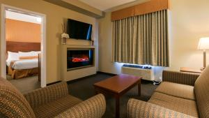 A television and/or entertainment center at Best Western Plus Service Inn & Suites