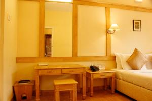 A bathroom at Kodai Resort Hotel