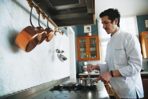 A kitchen or kitchenette at Guesthouse Domaine du Chalet