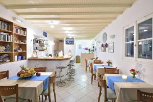 Um restaurante ou outro lugar para comer em Hotel Nazos