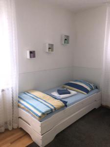 Ein Bett oder Betten in einem Zimmer der Unterkunft Fewo Reutlingen Heinestraße