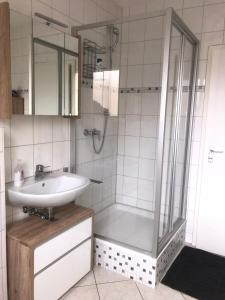 Ein Badezimmer in der Unterkunft Fewo Reutlingen Heinestraße