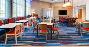 A restaurant or other place to eat at Fairfield Inn & Suites by Marriott Cape Cod Hyannis