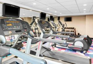 The fitness centre and/or fitness facilities at Fairfield Inn & Suites by Marriott Cape Cod Hyannis
