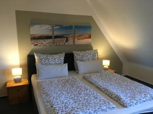 Ein Bett oder Betten in einem Zimmer der Unterkunft Gästehaus Zur Linde