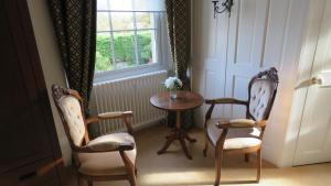 A seating area at Hollybank Bed and Breakfast