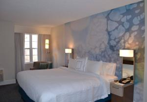 A bed or beds in a room at Courtyard Cape Cod Hyannis