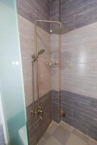 A bathroom at VẠN LỘC HOTEL