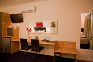 A television and/or entertainment center at Best Western Ascot Lodge Motor Inn