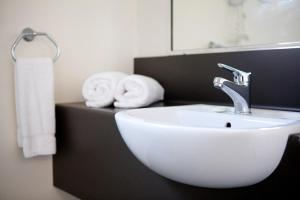 A bathroom at Best Western Ascot Lodge Motor Inn